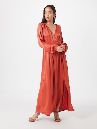 Y.A.S Společenské šaty 'Brandi' - oranžově červená, Model/ka