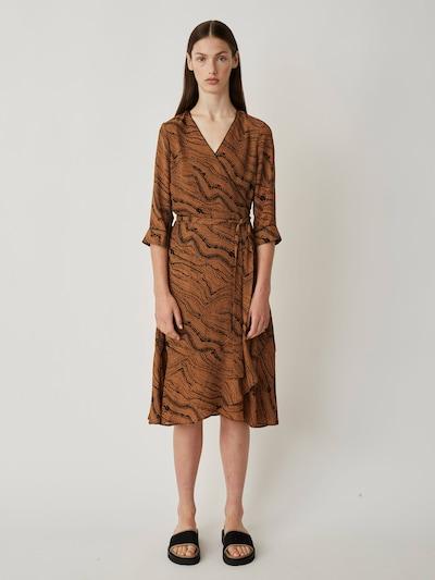 JUST FEMALE Kleid 'Celine wrap dress' in braun / schwarz, Modelansicht
