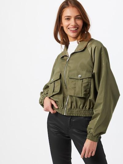 GUESS Prijelazna jakna u maslinasta: Prednji pogled