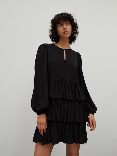 Rochie 'Elaine' EDITED pe negru, Vizualizare model