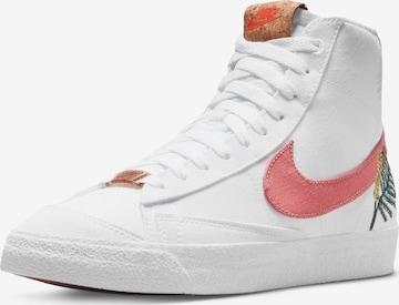 Sneaker alta di Nike Sportswear in bianco