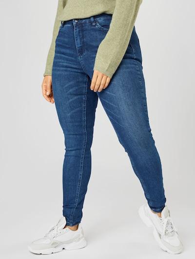 Vero Moda Curve Jeans in de kleur Blauw denim, Modelweergave