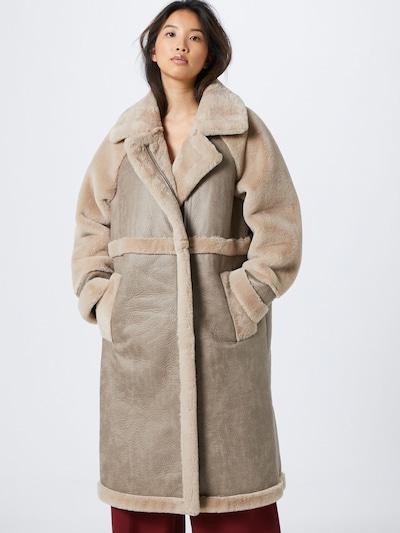 Palton de primăvară-toamnă VILA pe nisip, Vizualizare model
