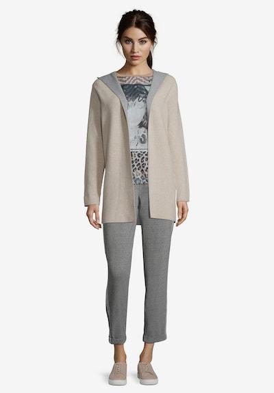 Betty Barclay Casual-Strickjacke mit Kapuze in beige / grau, Modelansicht