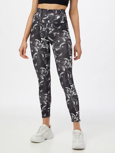 PUMA Sporthose in schwarz / weiß, Modelansicht