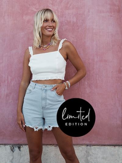 ABOUT YOU Limited Shorts 'Inola' by Janine Jahnke in hellblau, Modelansicht