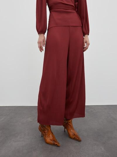 EDITED Pantalon 'Pepita' en rouge, Vue avec modèle