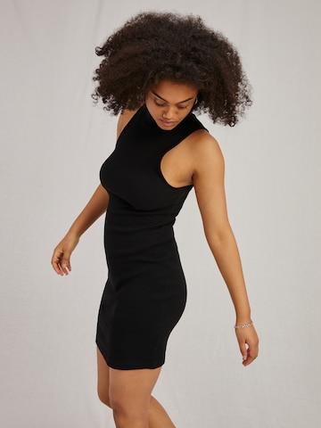 A LOT LESS Gebreide jurk 'Hailey' in Zwart