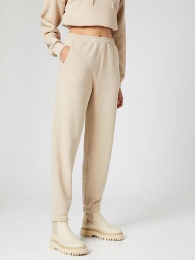 Hoermanseder x About You Pantalon 'Kitty' en beige, Vue avec modèle