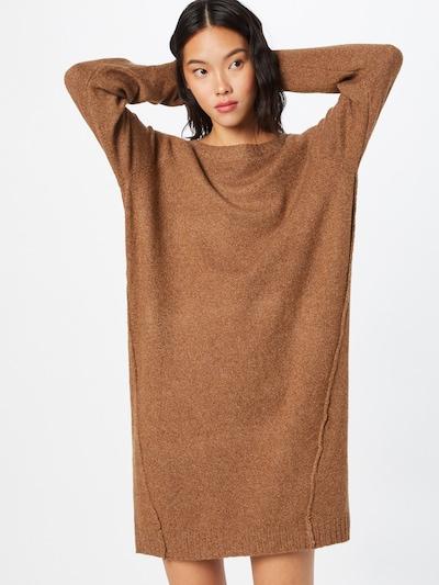 Noisy may Gebreide jurk 'IAN' in de kleur Oker, Modelweergave