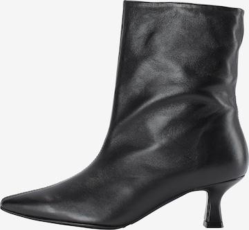 FELIPA Ankle Boots in Black