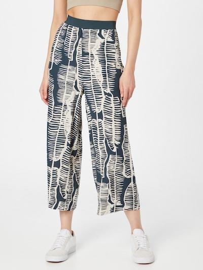 Someday Spodnie 'Cholena' w kolorze jodła / białym, Podgląd na modelu(-ce)