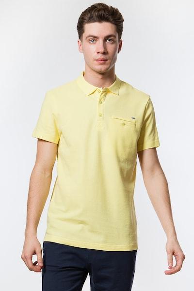 Finn Flare Basic-Shirt mit klassischem Polokragen in gelb: Frontalansicht