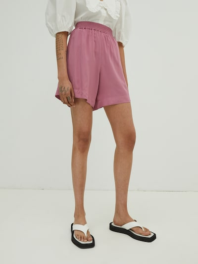 EDITED Shorts 'Dream' in rosé, Modelansicht
