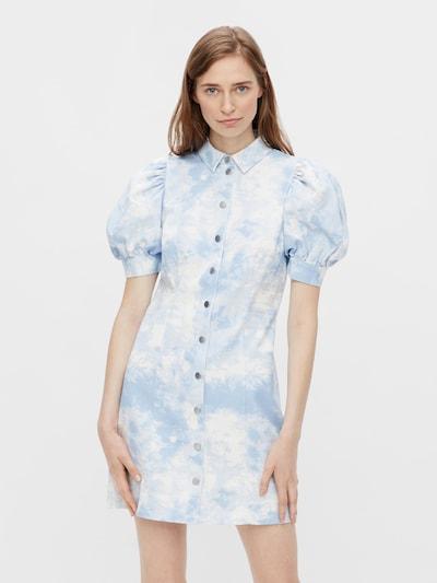 PIECES Košilové šaty 'Sky' - světlemodrá / bílá, Model/ka