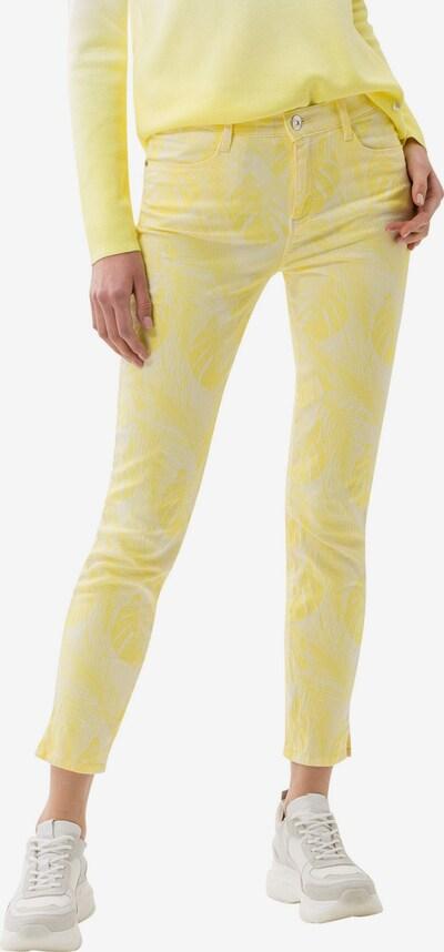 BRAX Jeans in de kleur Limoen / Pasteelgeel, Modelweergave