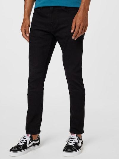 GUESS Jeans 'CHRIS' i svart, På modell