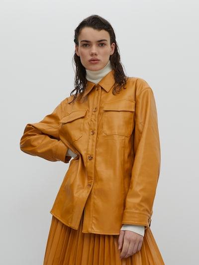 EDITED Blouse 'Miles' in de kleur Camel, Modelweergave
