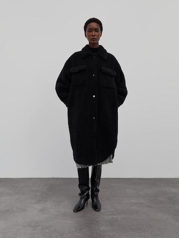 EDITED Overgangsfrakk 'Henrietta' i svart