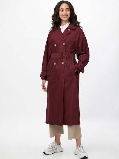IVY & OAK Abrigo de entretiempo en rojo cereza, Vista del modelo