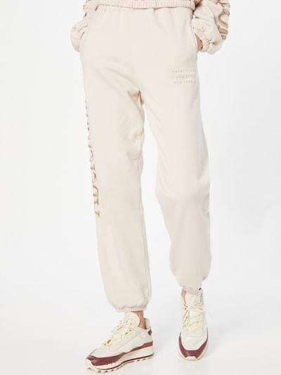 Pantaloni Abercrombie & Fitch pe crem, Vizualizare model