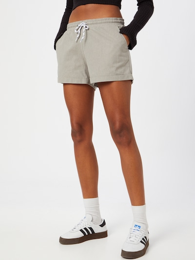 Iriedaily Shorts in taupe, Modelansicht