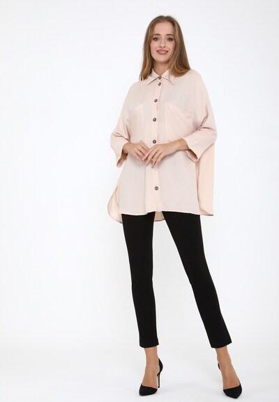 Madam-T Blouse 'Celestina' in de kleur Beige, Modelweergave