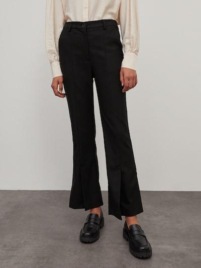 Kelnės 'Emery' iš EDITED, spalva – juoda, Modelio vaizdas