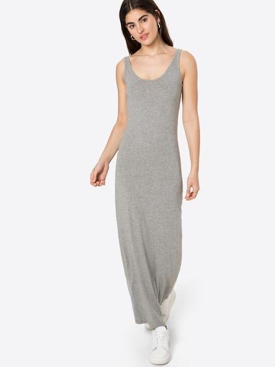 VERO MODA Robe d'été 'NANNA' en gris chiné / noir, Vue avec modèle
