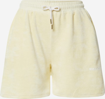 WEARKND Shorts in Gelb