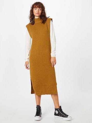 Robes en maille Gina Tricot en jaune