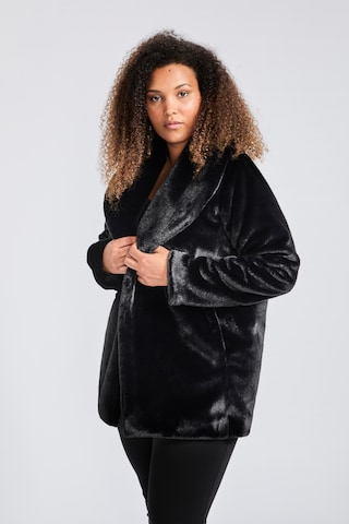 SPGWOMAN Winter Coat in Black