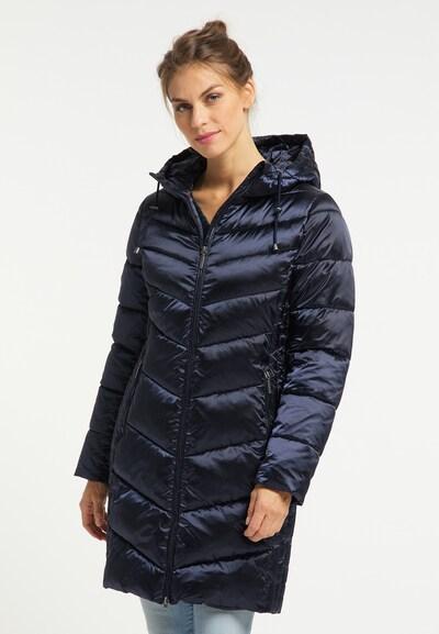 Usha Mantel in dunkelblau, Modelansicht