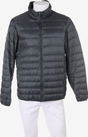 UNIQLO Jacket & Coat in L in Green