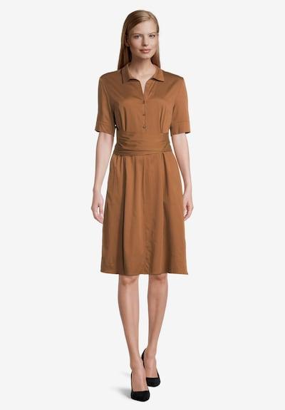 Betty & Co Hemdblusenkleid figurbetont in braun, Modelansicht