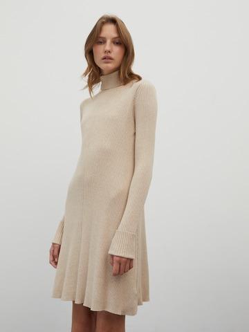EDITED Pletené šaty 'Conny' - Béžová