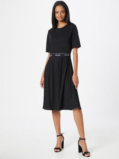 Rochie Calvin Klein pe negru / alb, Vizualizare model