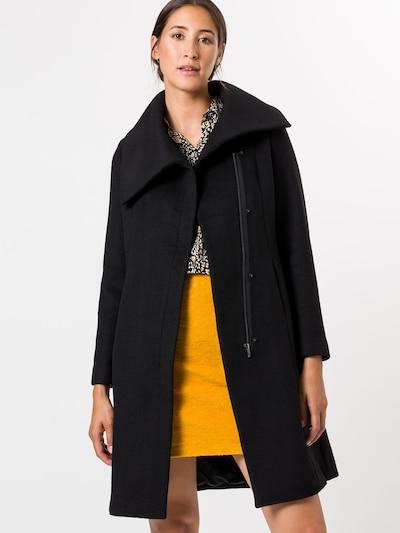 zero Mantel in schwarz, Modelansicht