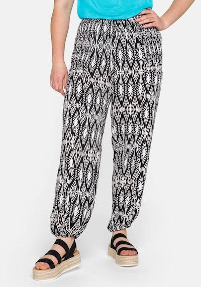 SHEEGO Pantalon harem en noir / blanc, Vue avec modèle