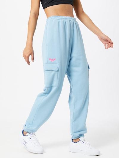 Reebok Classic Jogginghose in blau, Modelansicht