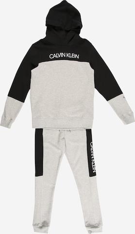 Calvin Klein Jeans Set in Grau