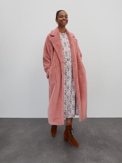 EDITED Abrigo de invierno 'Pheline' en rosé, Vista del modelo