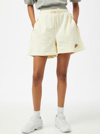 Pantaloni Nike Sportswear pe alb, Vizualizare model