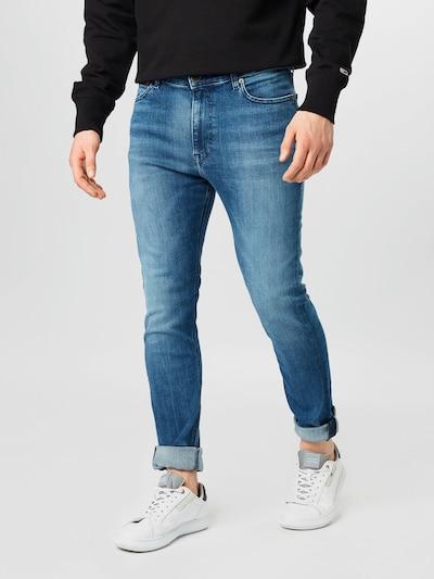 Tommy Jeans Jeans 'SIMON' in de kleur Blauw denim, Modelweergave