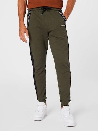 Calvin Klein Hlače u kaki / crna / bijela, Prikaz modela