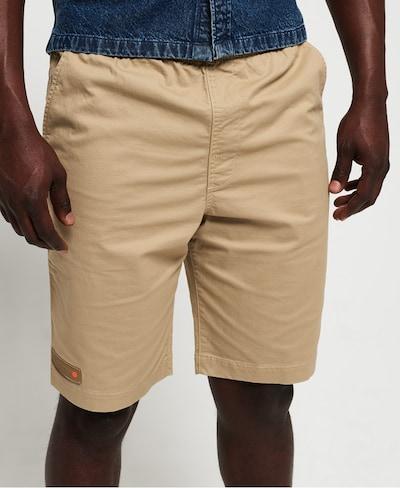 Superdry Pantalon chino en kaki, Vue avec modèle