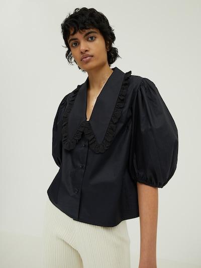 EDITED Blouse 'Adele' in de kleur Zwart, Modelweergave