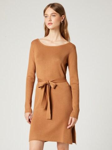 Guido Maria Kretschmer Collection Gebreide jurk 'Gesa' in Bruin