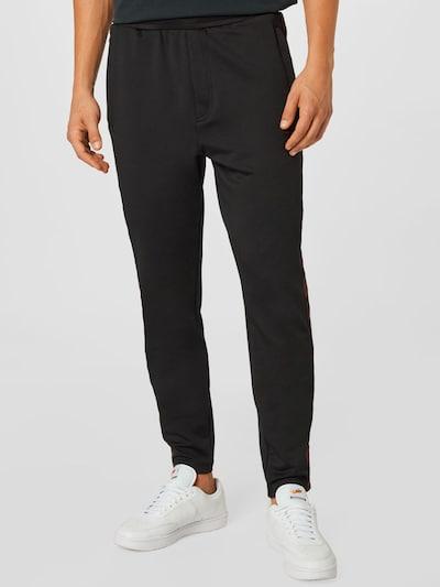 Hummel Hose in dunkelrot / schwarz, Modelansicht