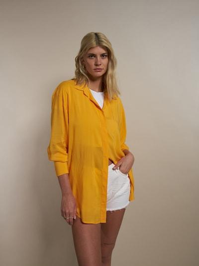 ABOUT YOU x Laura Giurcanu Bluse 'Elaine' in orange, Modelansicht